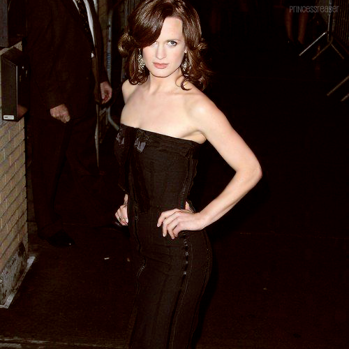 18 / 100 photos of Elizabeth Reaser