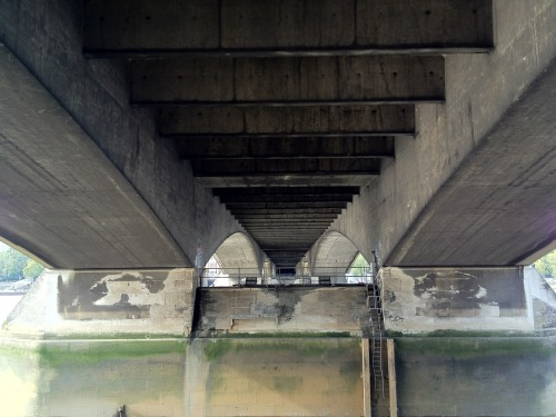 I took this photo under Waterloo Bridge whilst browsing through the second hand book stall. I like the reflection in the water and the off form concrete.