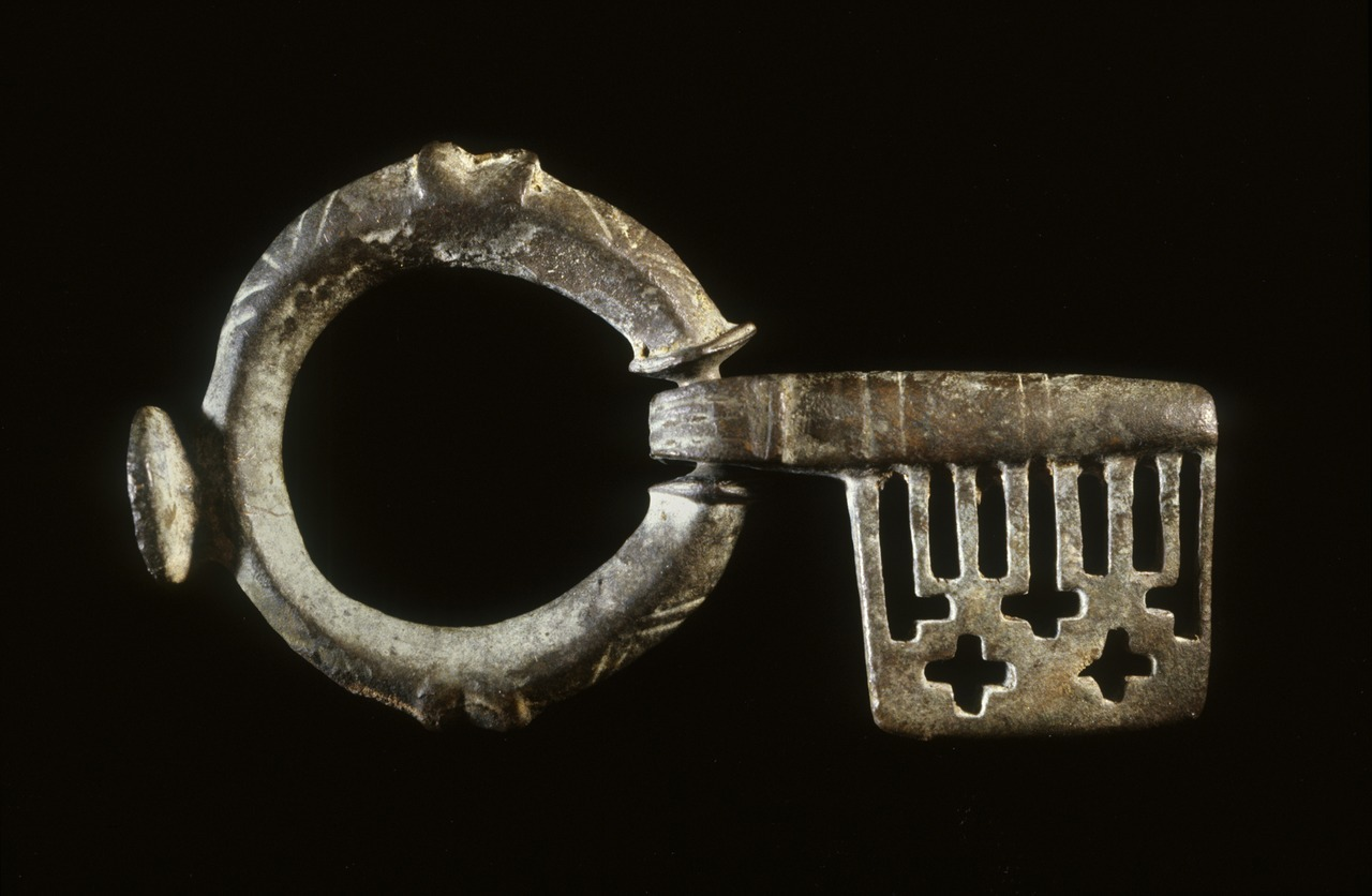 ancientart:  Ancient Byzantine key, 5th century (Late Antique), bronze. Currently located at the Walters Art Museum, USA.  This type of key, commonly used during the Byzantine period, could be easily carried, an important feature at a time when clothes had no pockets. The hoop of the key fits like a finger ring, and the short barrel can be folded into the palm of the hand. Unlike the teeth on modern keys, the slotted holes on this example are purely decorative, while the small crosses were intended to protect the owner's possessions.