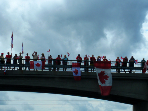 fuckyeahcanadianforces:  Canadians line an overpass over Highway 401 to honour Master Corporal Joshua Brian Roberts on August 13 2009. Master Corporal Roberts died on August 9 from wounds sustained during a firefight with insurgents in Zhari district, Afghanistan.   The stretch of Highway 401 between Glen Miller Road in Trenton and the intersection of the Don Valley Parkway and Highway 404 in Toronto would bear the additional name Highway of Heroes, in honour of Canadian soldiers who have died. This length of the highway is often travelled by a convoy of vehicles carrying a dead soldier's body, with his or her family, from CFB Trenton to the coroner's office at the Centre for Forensic Sciences in Toronto. Since 2002, when the first dead Canadian soldiers were returned from Afghanistan, crowds have lined the overpasses to pay their respects as convoys pass.