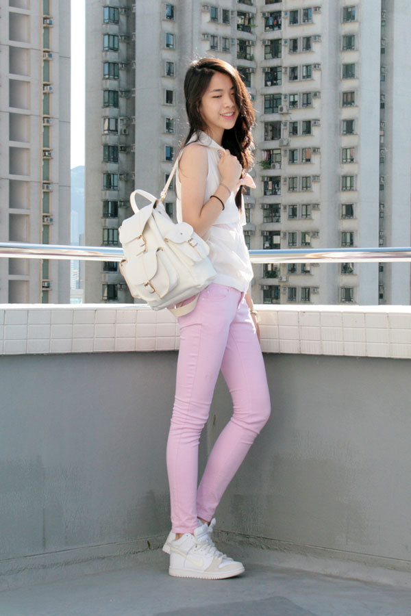 teenvogue:  By pairing her kicks with powder pink jeans, Fashion Click blogger Zoe S. of Fashiononymous creates a stylish and school-ready look. Learn more about her outfit here »