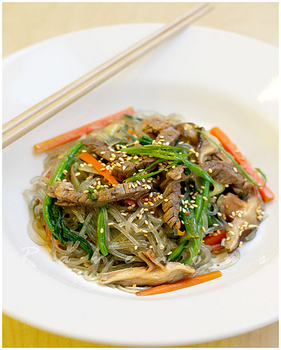 thingsaboutsouthkorea:  Japchae.  I'm going to learn to cook this so J and I can have tons of this for breakfast, lunch and dinner