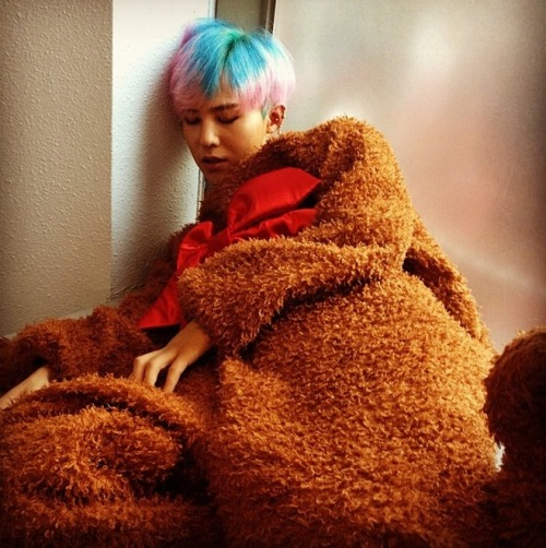 "@IBGDRGN: ""After..떡실신"" via @luekim: Bear was on the stage and waved his hands to fans. But NO ONE KNEW THAT BEAR WAS GD!"