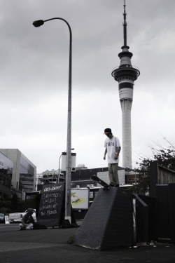 ignorvnt:  harrykidman:  Drop In .   auckland! i love being from new zealand tbh.