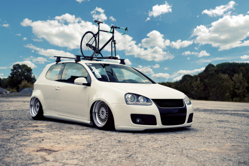 Wheelie professional Starring: Volkswagen Golf (by Evano Gucciardo)