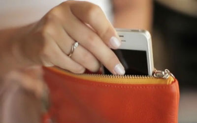 feddup:  Wirelessly Charge Your iPhone With This Smart Purse