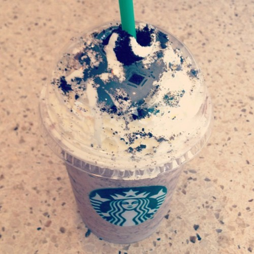 My equivalent to the Mocha Cookie Crumble. #Starbucks #Frap #Vanilla #ChocolateChips (Taken with Instagram at Starbucks)