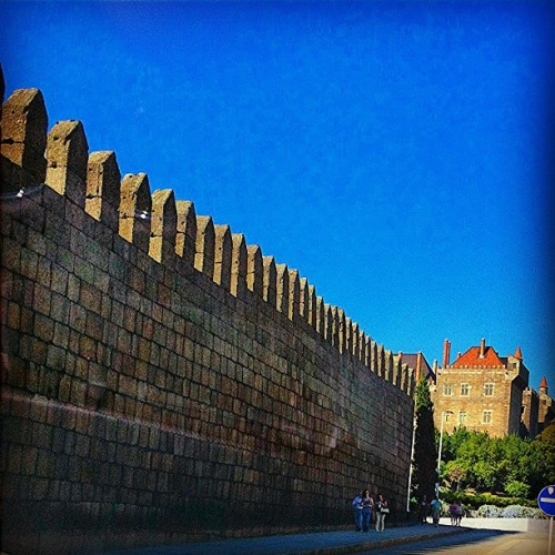 #walls #palace #beautiful #city #travel #street #streetphotography #sky #trees #buildings #travelingram #statigram #webstagram #tagstagram #instagram #instagramhub #instagrammers #people #places #fromwhere #bestoftheday #bestpicoftheday #photooftheday #picoftheday #ig #igers #ignation #pic #iphone #iphonephotos  (Taken with Instagram at Paço dos Duques de Bragança)