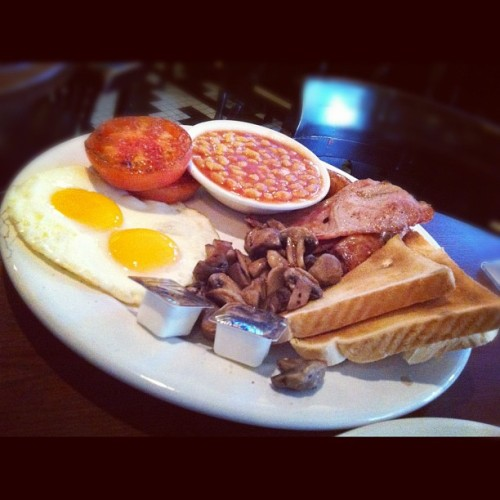 The Queen #Breakfast. Oh so #British!  (Taken with Instagram at Ye Olde King's Head)