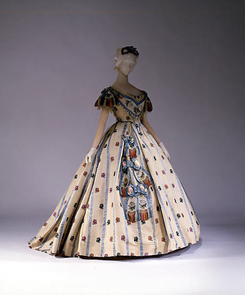 omgthatdress:  Ball Gown 1861-1862 The Metropolitan Museum of Art  So pretty!