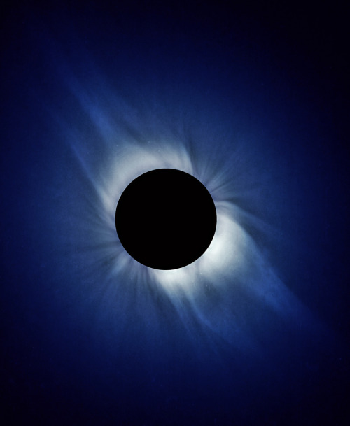 galaxyshmalaxy:  Solar Eclipse Composite II (by bomobob)