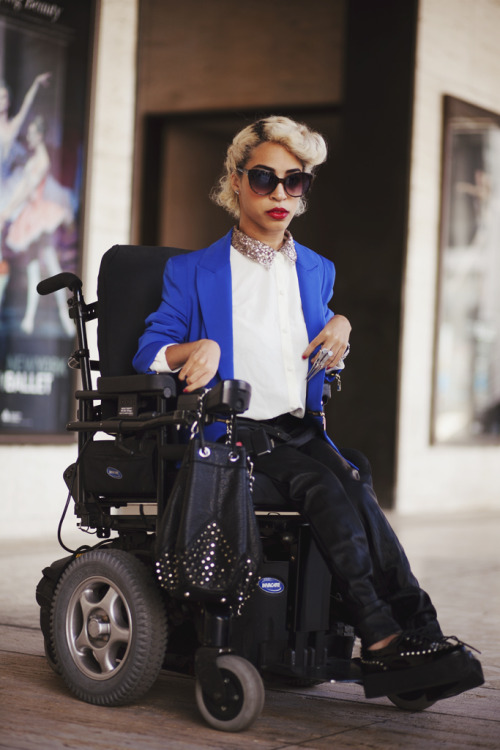 disabledpeoplearesexy:  Wow. This person is stunningly gorgeous. Anyone know who ze is?  YES YES YES. I WANT TO BE YOUR FRIEND. I haven't met a stylish person in a wheelchair okay