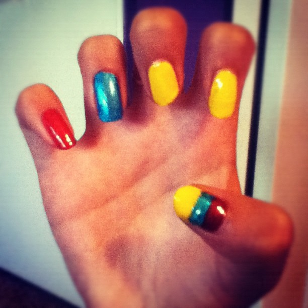 #colombia #colombian #flag #colors #vivacolombia #cosascolombianas #nails #design #nailpolish #creative #teenage #me #hand #cool #bestoftheday #10likes #instagood #instapopular  (Taken with Instagram)