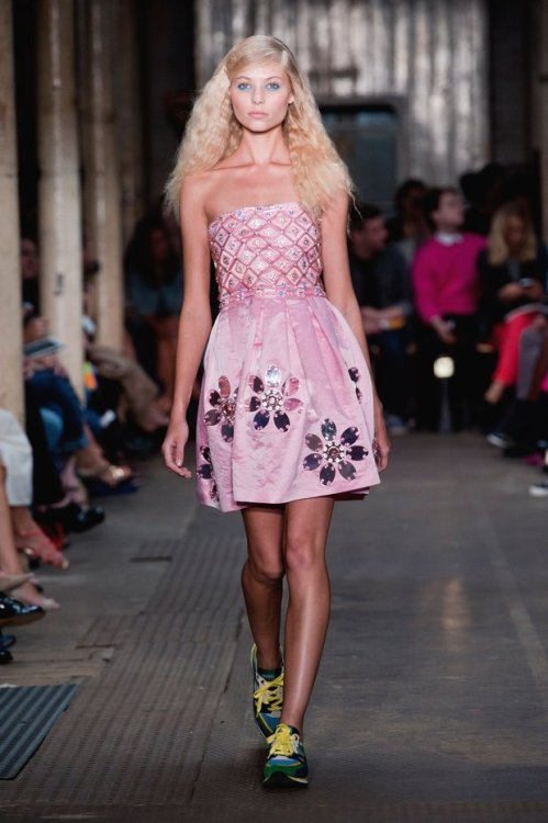 xo-heatherrmariie:  Moschino Cheap and Chic Spring/Summer 2013  A dress with running shoes? I never saw such a thing.