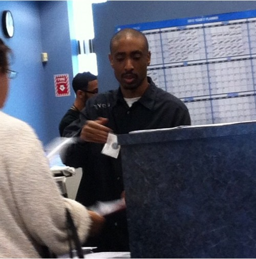 "knusprig-titten-hitler:  ""Tupac Shakur is alive and well, and working at my local DMV."""
