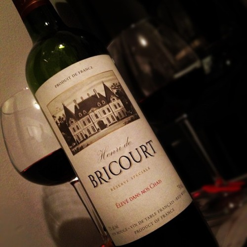 Henri de Bricourt Élevé Dans Nos Chais Vin Rouge (France) w/ @starlexis #decent #cheap #wine #red #vin #rouge #france #french #winegasm #wineporn #montreal #quebec #canada #alcohol #table #kitchen #glass #bottle (Taken with Instagram)