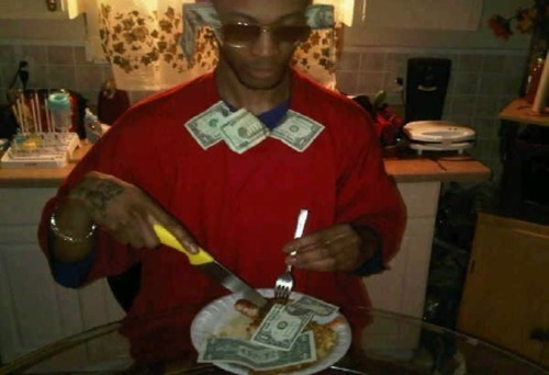Got so much money I eat bills straight