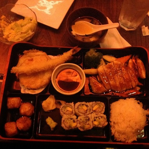 My noms. #love #instagood #tweegram #photooftheday #iphonesia #instamood #f4f #tagstagram .com  #igers #follow #followme #cat #jj_forum #clouds #foodporn #throwbackthursday #instahub #NYC #newyorkcity #instagramhub #jj #bestoftheday #igdaily #webstagram #sun #sunset  #followforfollow   (Taken with Instagram at Tomo Japanese Fusion)