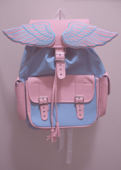 bruised-chanel:  crystaladdicts:  this bag is so cute   Fashion blog that follows back & makes banners:)