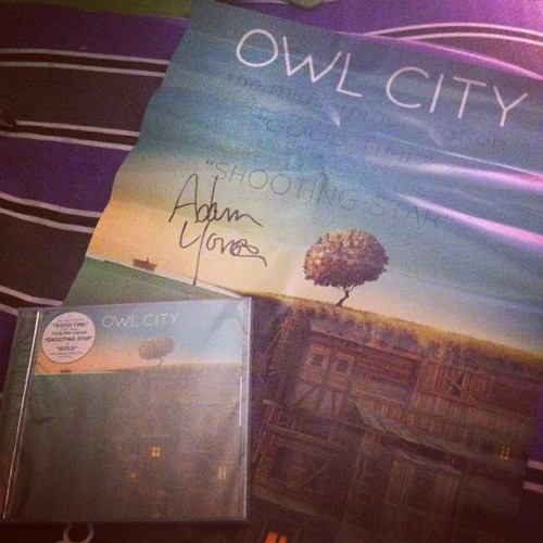I won tickets to see @owlcityofficial tonight… It came with a cd and a poster.. oh sorry a signed poster. You do not understand the feeling that came over me. My heart stopped and my eyes teared up. Adam Young, I love you with all my heart. I wish you knew that 💜 #owlcity #adamyoung #thephoenix #instamood #instaphoto #instashot #instamoment #instagood #iphoto #iphone4 #personal #themidsummerstation #concert #cd #album #poster #emotional #itsthelittlethings #autograph #overwhelmed #love #lovelovelove #instalove (Taken with Instagram)