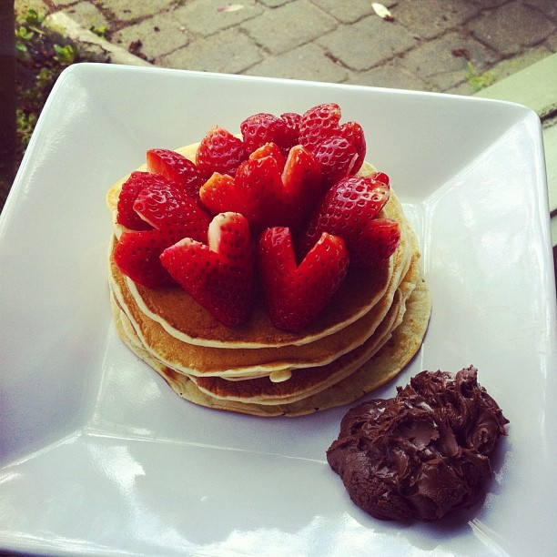 t-i-n-g:  t-i-n-g:  strawberry and nutella pancakes  @kristicks (Taken with Instagram)  how did my breakfast get so many notes