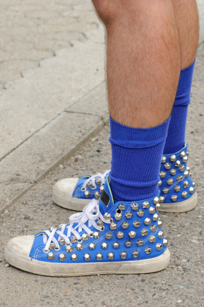 【STREET STYLE: BLUE GIENCHI STUDDED SNEAKERS】 MONSIEURJEROME 详情