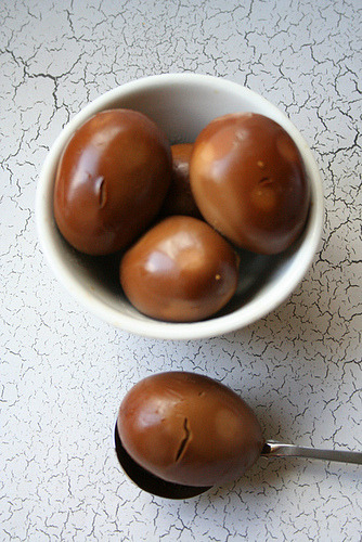 calliecucumber:  I made lu dan (hardboiled eggs braised in sweet… http://bit.ly/OxHP27