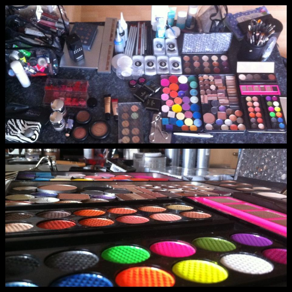 All set up for todays photo-shoot! I'll be trying out my new Kryolan Micro HD Foundation palette for contouring!