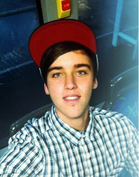 somanyjanoskianfeels:  Selfie Feels :) - credit to the skip photo, couldn't find any selfies of him :'(