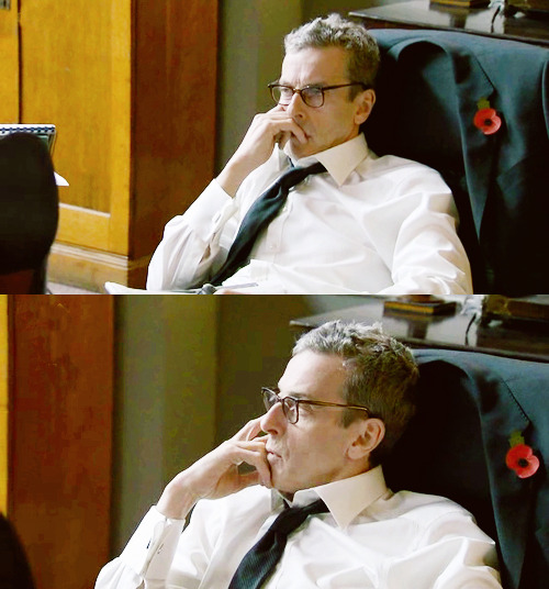 That awkward moment when Malcolm Tucker wore glasses and became extra-foxy.
