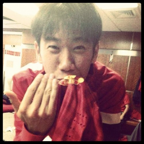 Kagawa kissing United Badge.. :) - @utdindonesia- #webstagram