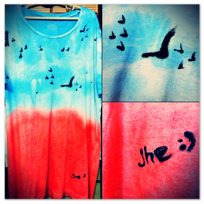DIY Ombre Shirt. :) I started working on this last Friday (September 7, 2012) after that depressing day due to the result of my long quiz in Spanish. Tapos during midterms week sobrang stressed din ako. Just so you know when I'm really stressed out I need to do something to destruct me or else baka mag commit ako ng suicide. Hahaha! So, eto ang resulta ng lahat ng stress ko since last week, my first DIY Ombre shirt. Tapos nilagyan ko din ng mga ibon symbolizing freedom, wala lang pa-deep lang! Para isipin n'yo lang na malalim akong tao. Hahaha. :) Peace and Love!