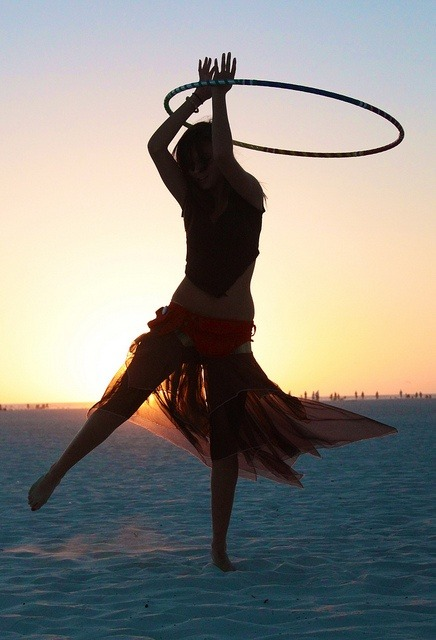 we-all-share-one-moon:  moondancehooper:   hooping in the sand by Gabriella Ricci  ॐ