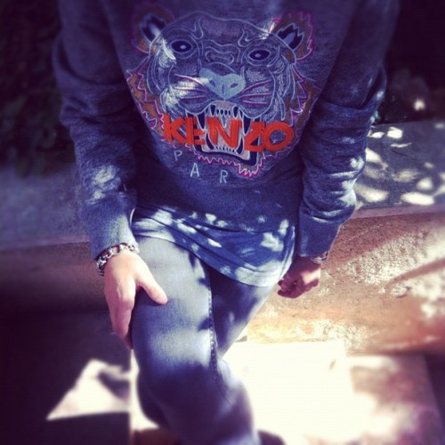 🐯#grey #picoftheday #kenzo #sweater #april77 #love🐯 (Pris avec Instagram)