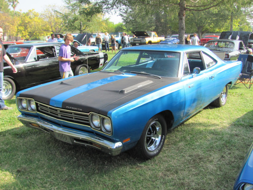 Caretaker Starring: '69 Plymouth Road Runner (by 1971 Charger R/T Freak)