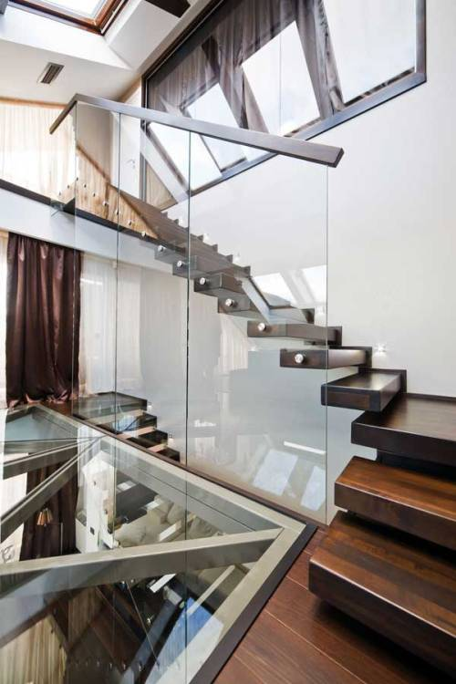 alaea:  justthedesign:  Staircase Urban Romanian Loft  woww, i want a staircase like this!