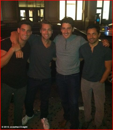 yantantether:  Lance Bass & Jonathan Knight with their respective other halves.