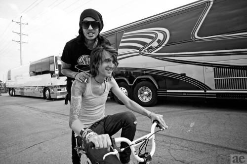 galaxypeen:  Mike Fuentes and Derek Sanders Photo by the fantastic Adam Elmakias Blog | Website | Twitter | Flickr