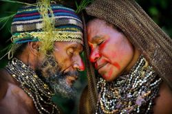 liberatormagazine:  A couple in the central highlands of Papua New Guinea share an intimate moment during a courtship ritual. Photograph courtesy Timothy Allen, www.tpoty.com (via afro-art-chick)