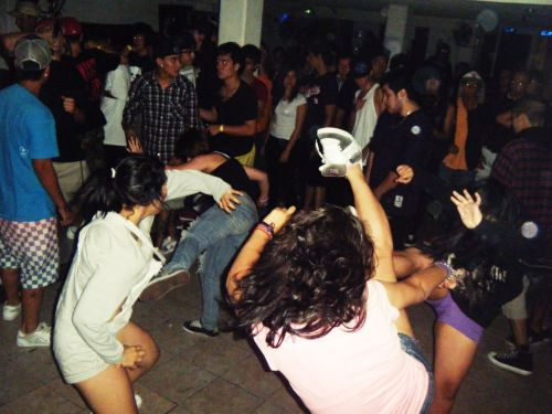 kriihp:  MOSH PIT, NEVER STOP DOING THIS , IM THE GIRL IN THE PURPLE SHORTS :D