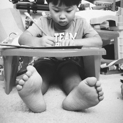 My favorite feets. #godson #kid #riley #feet #family #drawing #drawing #ilovemygodson (Taken with Instagram)
