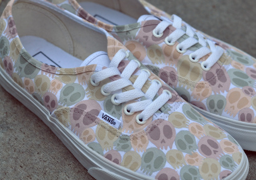 charlavail:  Here's a better photo of the Vans I painted.