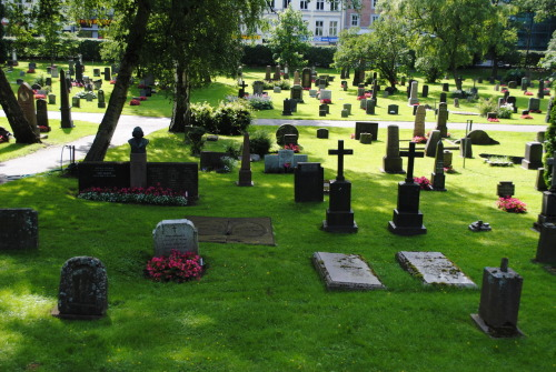 Vår Frelsers cemetery: a verdant respite from Oslo sentrum, an invitation to daydream amidst the underground dead.