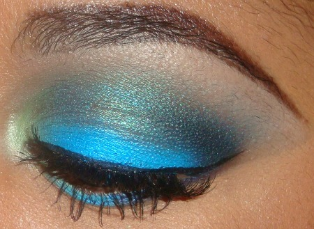 Bright Blue Chlorine Eyeshadow Tutorial here   http://youtu.be/2NucBlNBoxY you can subscribe and see more of   my tutorials here   http://www.youtube.com/user/makemeupbywhitney