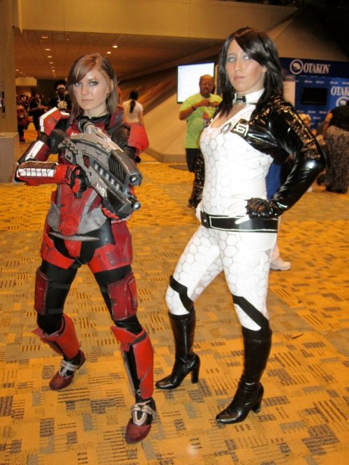 hookedonchibis:  FemShep and Miranda Otakon 2012 FemShep by MissCordie Miranda by CaseyChu Photo by Meagan Gehrke