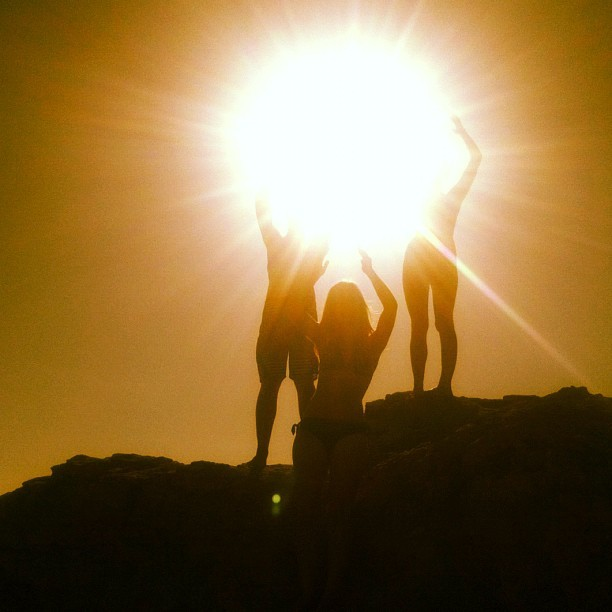 @brianaholla @eerikk2 @summer_nicolee #summer #ocean #sun #friends #rocks #awesome #sunset  (Taken with Instagram at Laguna beach)