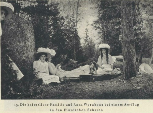 allthingsfinnish:  Tsar Nicholas II family with Anna Vyrubova in the Finnish archipelago.