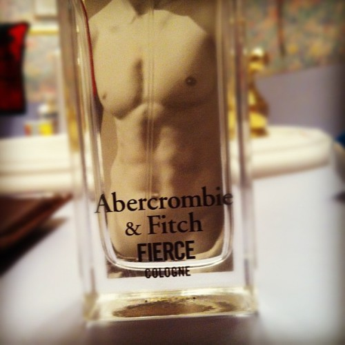 oh-woah:  The key to smelling good all the time. Boys, take notes. (Taken with Instagram)