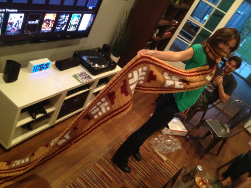 My slightly belated B-day present: a ThatGameCompany's JOURNEY scarf!! (No wonder it's belated - Look how long that effer is! It must have taken forever to knit!)