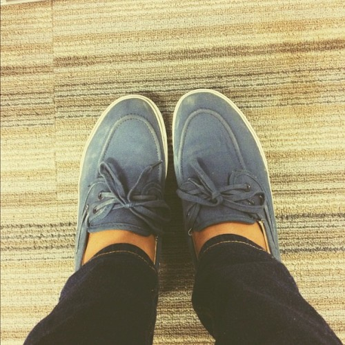 Hello old friend 👊 #shoes #vans #blue #old #jeans (Taken with Instagram)